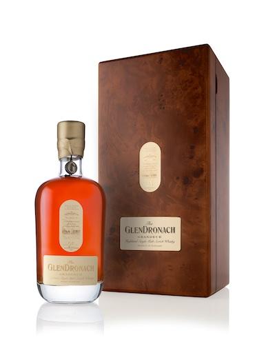 GlenDronach 25YO Grandeur Batch 7 Flasche und Verpackung