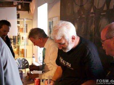 Jim und Duncan beim Signieren vom X4