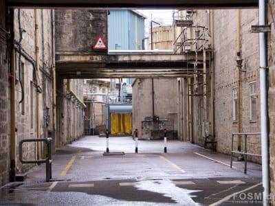 Dailuaine - Blick durch die Gebäude