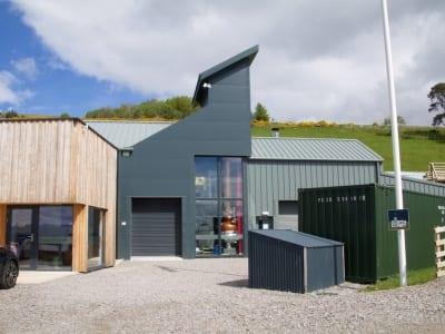 Glen Wyvis - Office und Produktionshalle