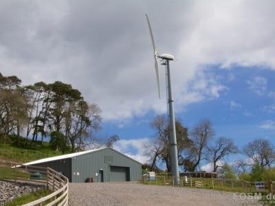 Glen Wyvis - Lagerhaus und Windrad